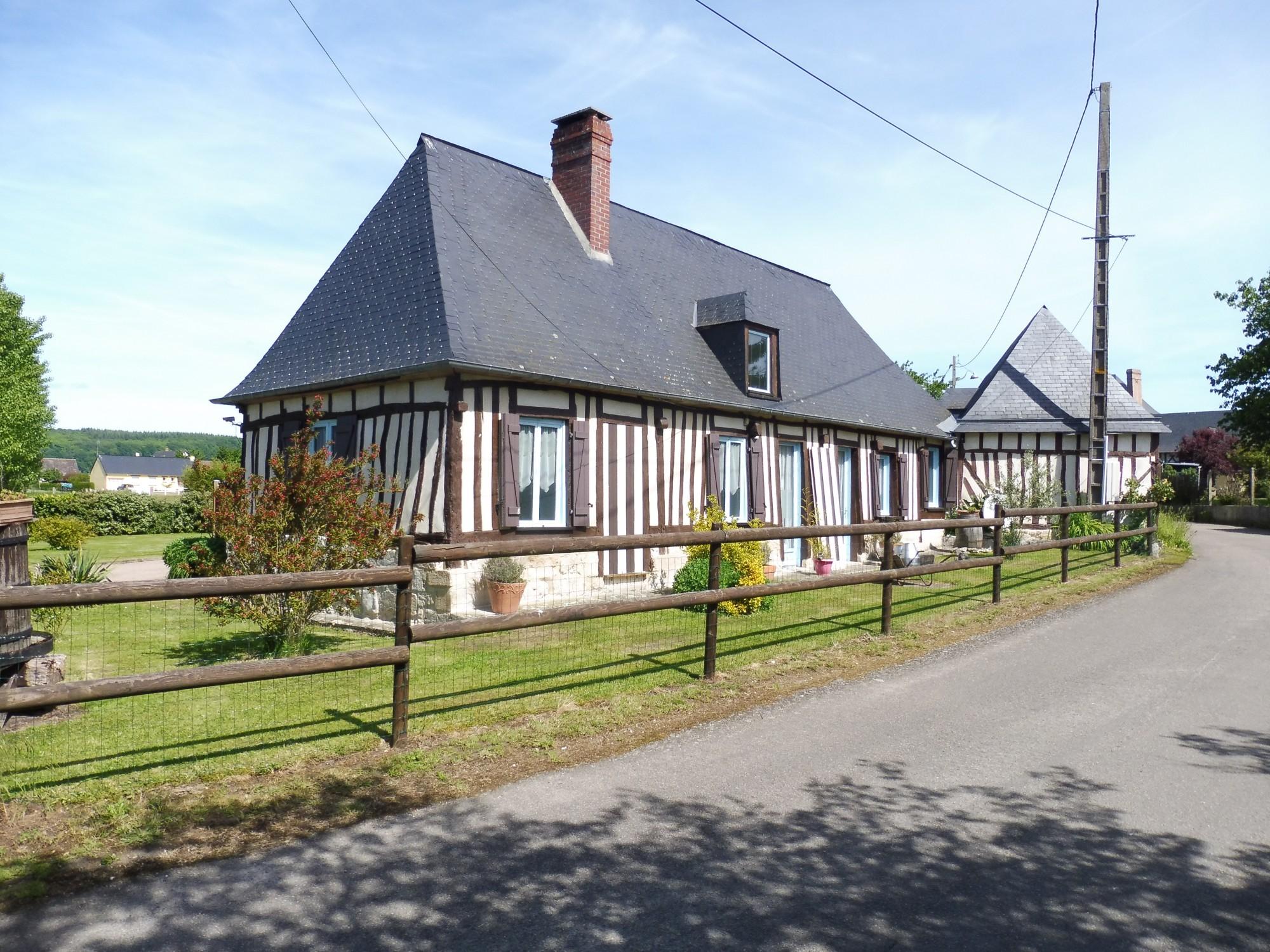 Maison contemporaine de plain pied avec piscine seine for Maison moderne normandie