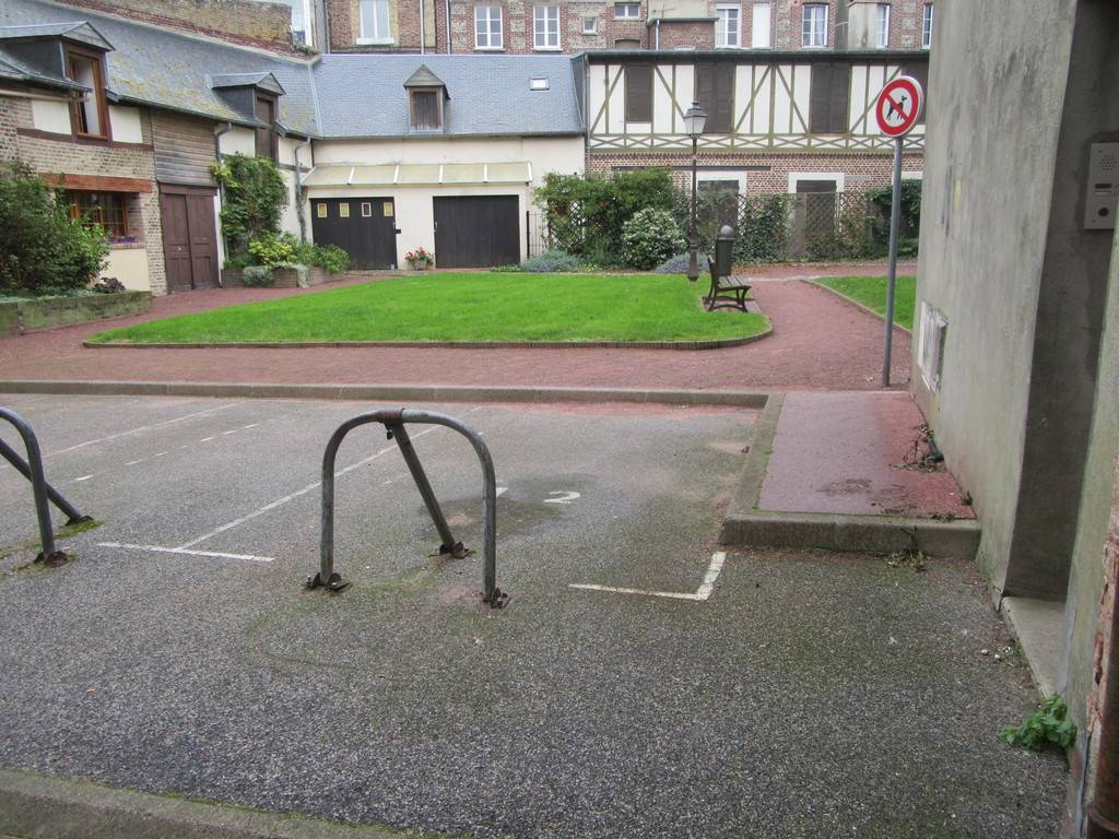 A vendre maison de ville avec place de parking  privative