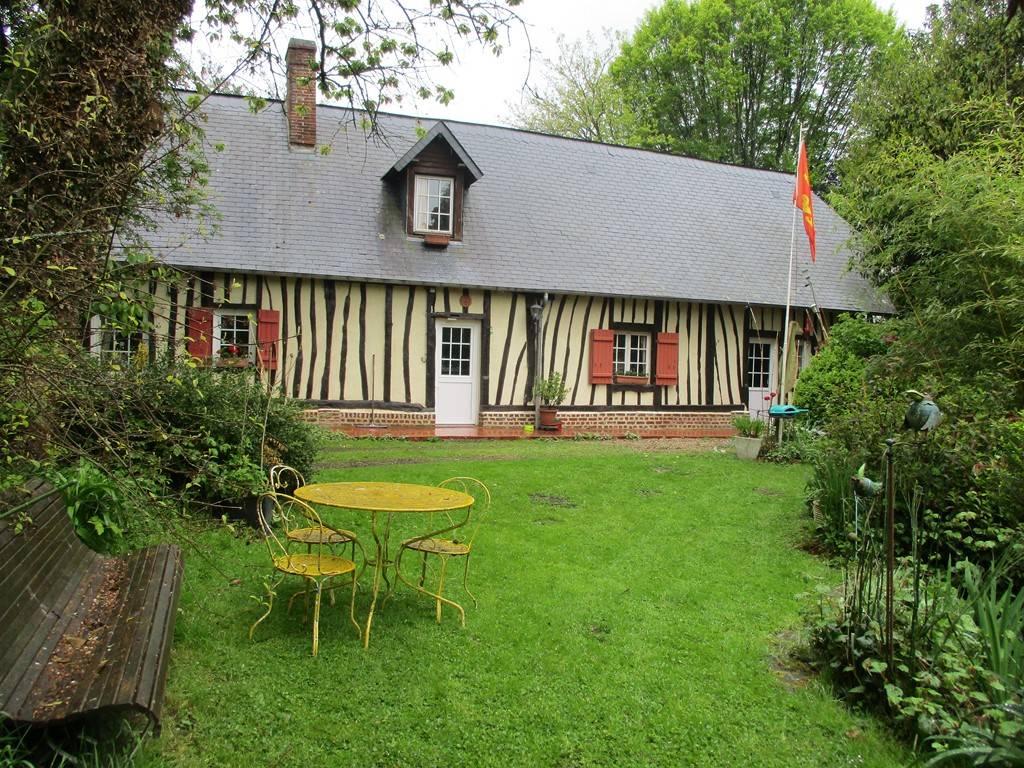 Longère Normande proche de la forêt d'Arques, et à 12km de la mer et du port de Dieppe.