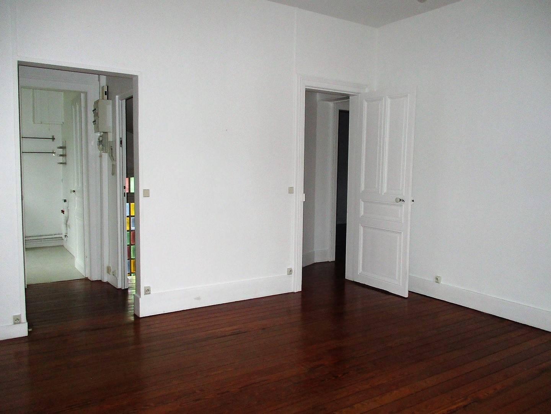 A vendre appartement au premier étage centre ville proche des commerces