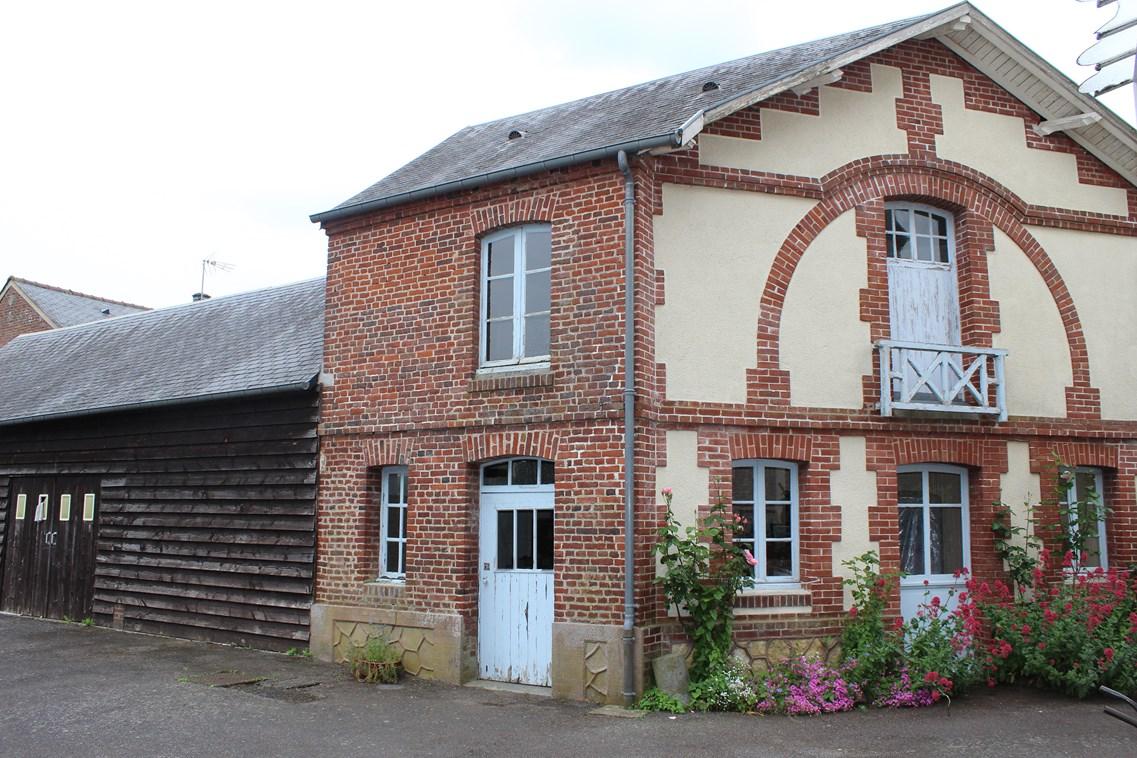Vend maison d'habitation avec dépendance en brique et garage