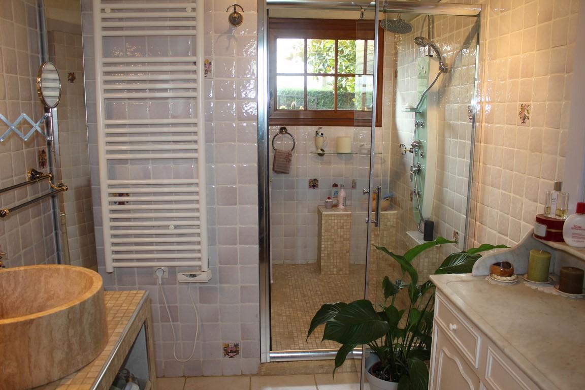 Vend chaumière à colombages et sa piscine couverte à 40 minutes de Honfleur Calvados 14