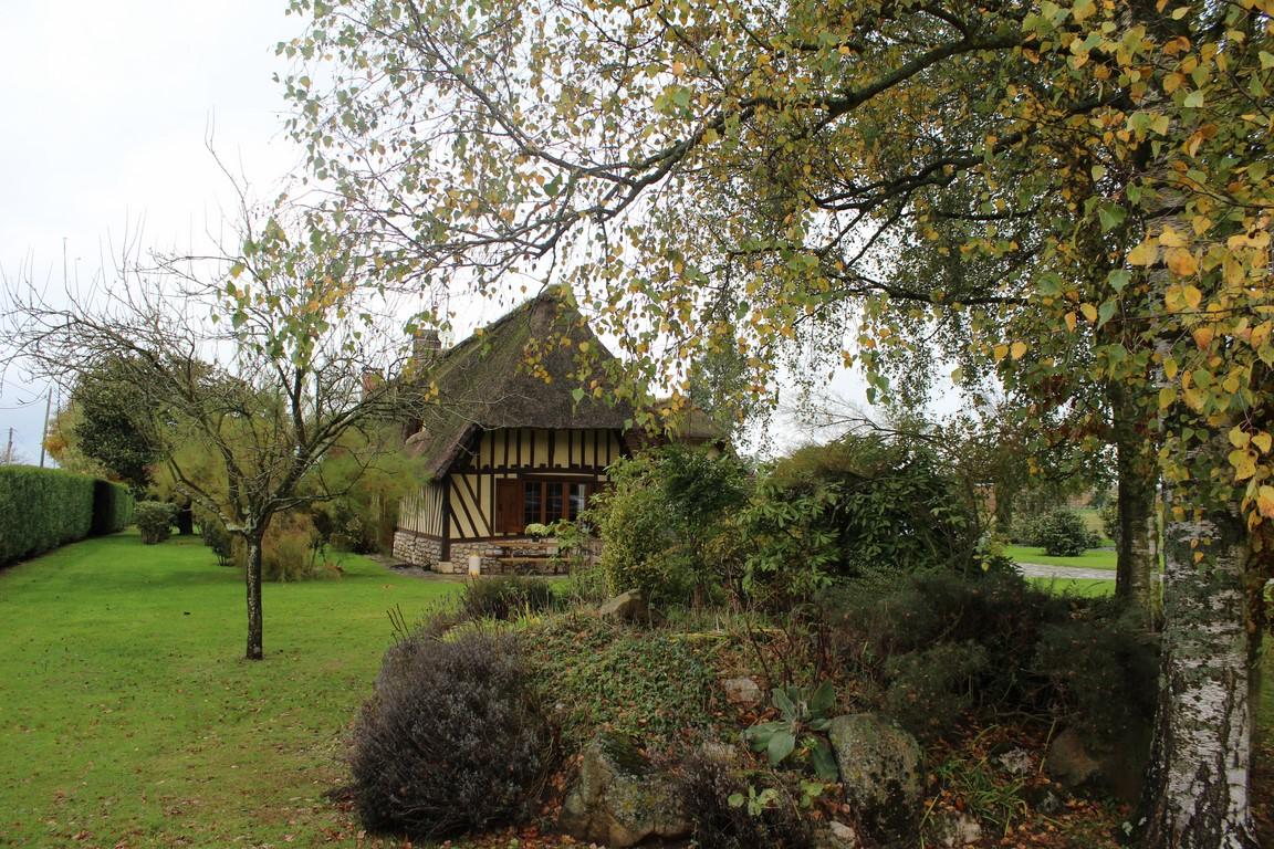 Maison normande, ses dépendances et sa piscine chauffée à environ 40 minutes de Rouen 76