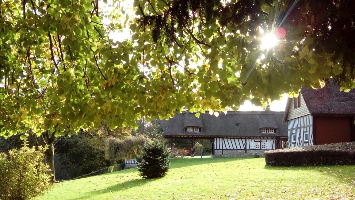 En vente propriété normande avec maison d'amis et garage sur un terrain d'1Ha87a env.