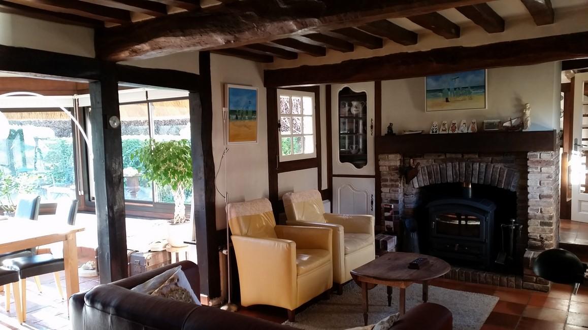 L'Agence Terres et Demeures de Normandie 27260 Cormeilles vous propose une maison à toit de chaume à vendre