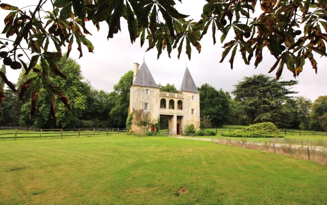 A acheter Propriété avec Maison de gardien à colombages en Normandie Calvados 14