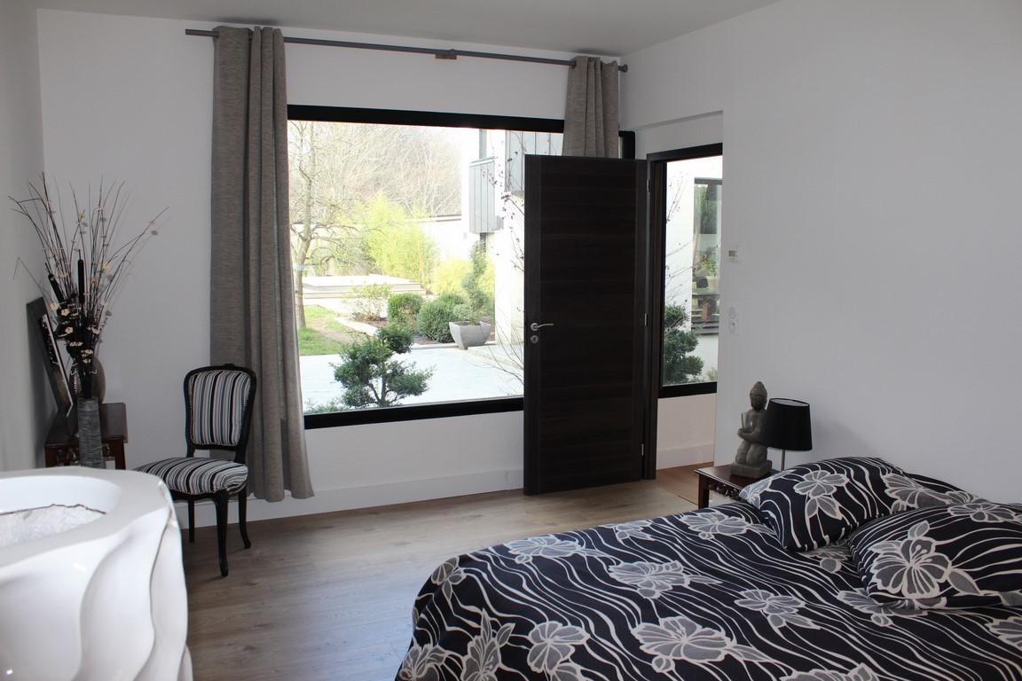 Recherche Maison d'architecte d'environ 400 m² située à environ 30 kms de DEauville Calvados