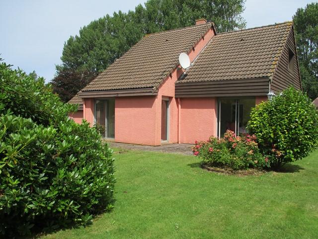 Terres et Demeures de Normandie située à Dieppe en Seine Maritime (76200) vous présente cette vaste maison à 3 km de la plage de Pourville sur Mer. Outre la magie de la côte d'albâtre, vous apprécierez les huîtres de Pourville sur Mer.