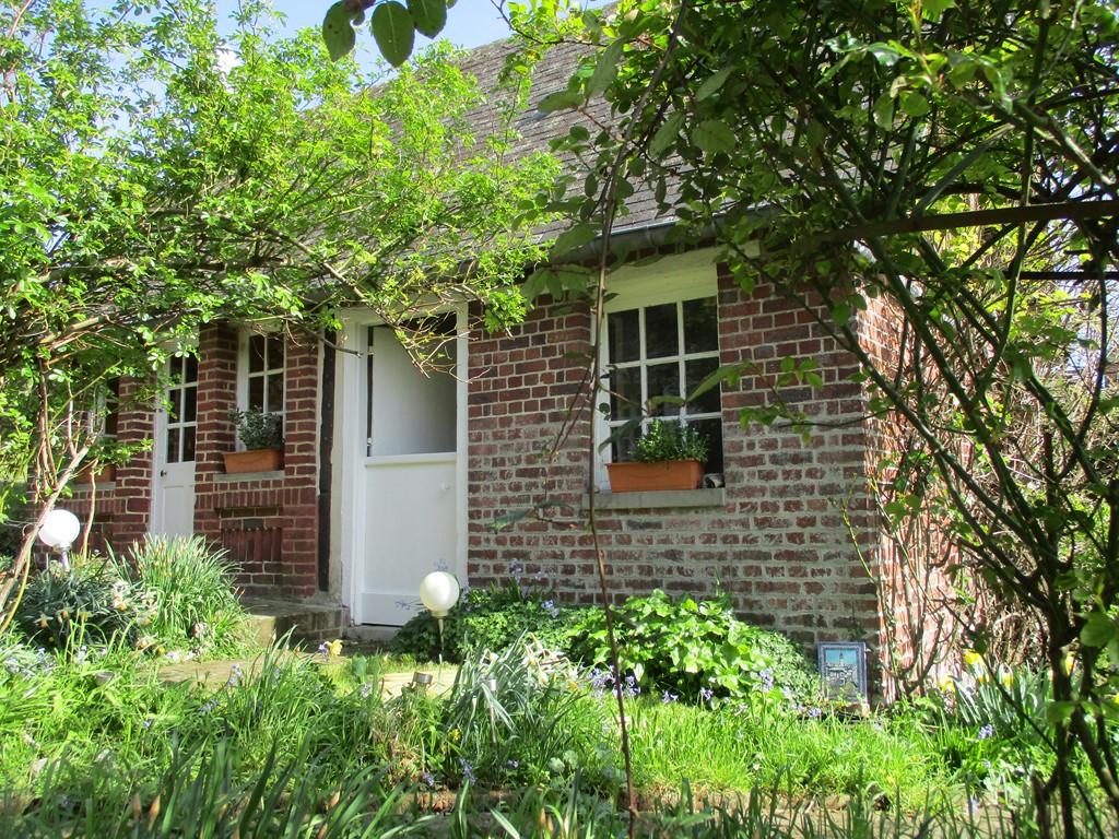 A vendre belle maison en silex er briques en Normandie