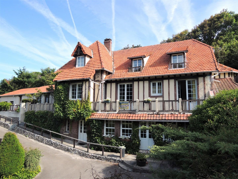 Vends charmant ensemble immobilier à 100 mètres de la mer, propriété principale   6 studios, à proximité de Dieppe en Seine-Maritime (76)