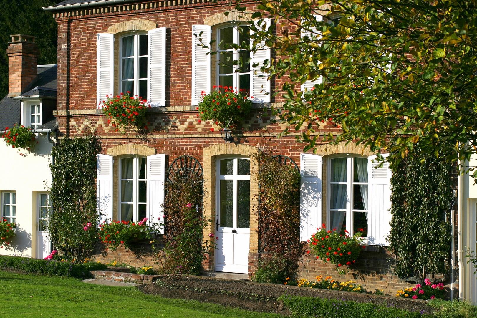lisieux ventes maison de maitre r gion lisieux pays d 39 auge terres et demeures de normandie. Black Bedroom Furniture Sets. Home Design Ideas