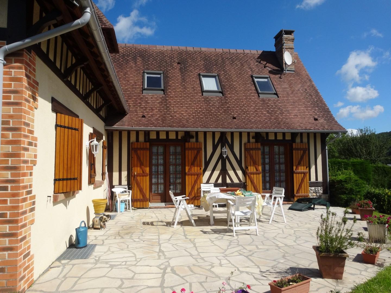 lisieux ventes maison normande proche d 39 honfleur terres et demeures de normandie. Black Bedroom Furniture Sets. Home Design Ideas