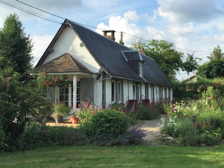 maison ancienne avec toit de chaume vendre lisieux terres et demeures de normandie. Black Bedroom Furniture Sets. Home Design Ideas