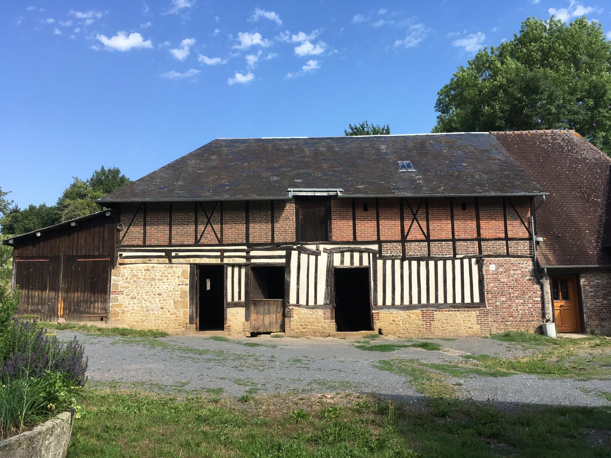 Recherche un ensemble normand, proche de Livarot, Calvados 14