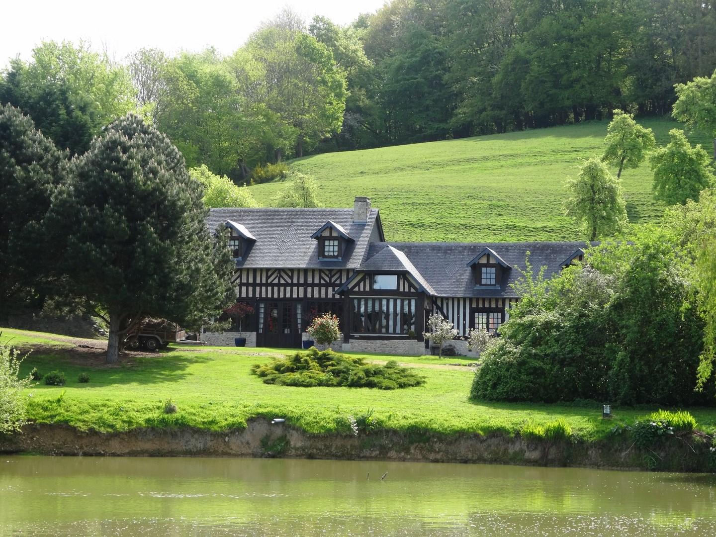 lisieux ventes maison normande proche pont l 39 eveque terres et demeures de normandie. Black Bedroom Furniture Sets. Home Design Ideas
