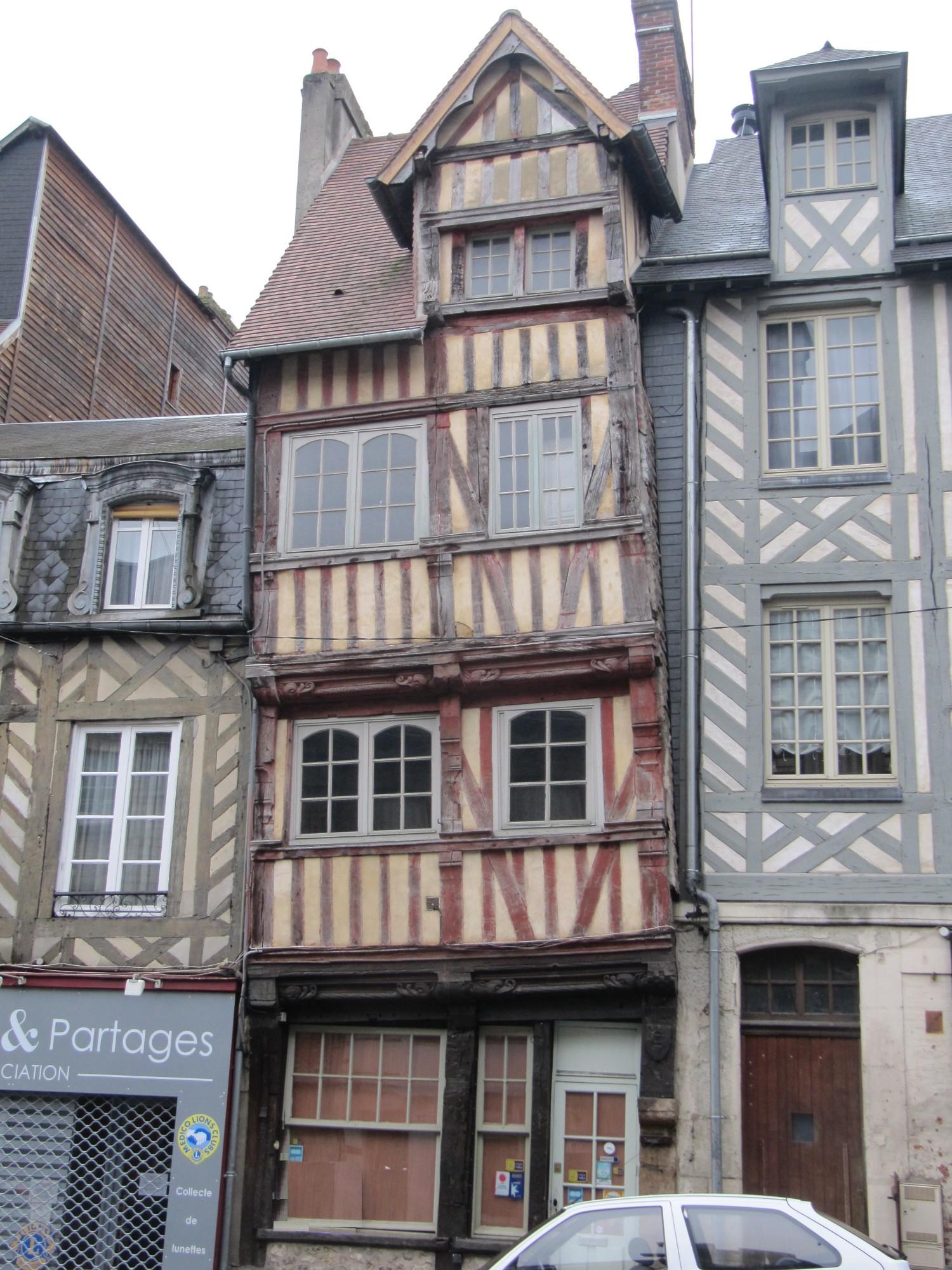 Lisieux ventes maison de ville lisieux terres et for Piscine lisieux