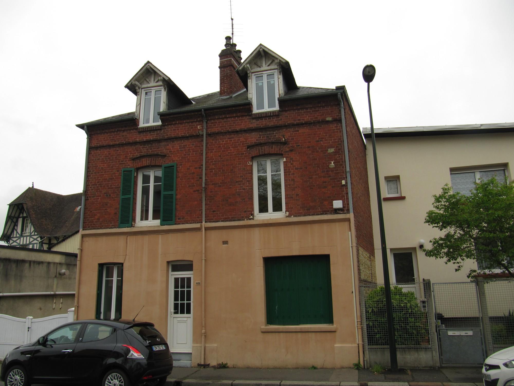 Lisieux ventes maison de ville t7 f7 lisieux normandie for Piscine lisieux