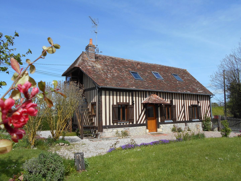 recherche maison de caract re en bord de seine caen terres et demeures de normandie. Black Bedroom Furniture Sets. Home Design Ideas