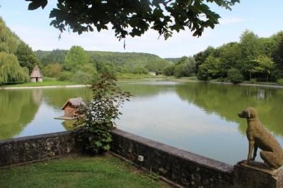Maison Normande et sa dépendance en vente sur 4Ha61a01ca d'herbage et un étang, proche sortie A13
