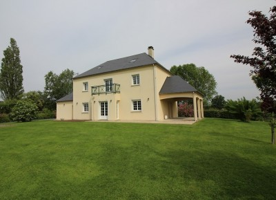 Terres et Demeures de Normandie vous propose de venir visiter cette demeure récente datant de 2007 région Lisieux Calvados 14