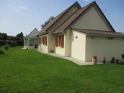 Terres et Demeures de Normandie votre agence immobilière située à Dieppe en Seine Maritime, vous invite à découvrir cette maison, proche tous commerces.