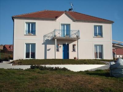 Terres et Demeures de Normandie, vend cette jolie maison proche de la mer et du port de Dieppe en Normandie
