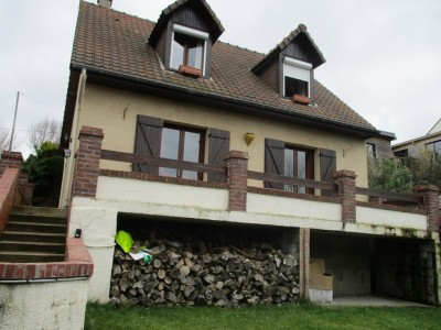 Terres et Demeures de Normandie votre agence immobilière située à Dieppe en Normandie, vous invite à découvrir cette maison au bord de mer, sur la côte d'Albâtre, proche du Tréport, de Dieppe  et à 2 heures de Paris.
