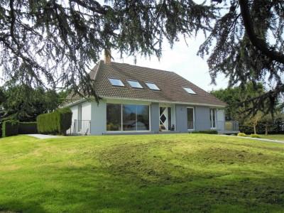 A vendre axe Dieppe - Le Tréport, grande propriété lumineuse, 3 chambres   loft, proche de tous commerces et à deux pas de la mer. Normandie (76)
