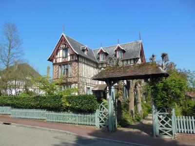 A vendre magnifique demeure Anglo-Normande, 4 chambres, au coeur de la station thermale de Forges-les-eaux en Normandie (76)