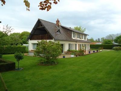 Terres et Demeures de Normandie, a vendre cette grande maison familiale et 1 ha de terrain