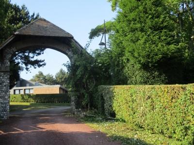 En Normandie, proche de Dieppe et de Varengeville sur mer, appartement 2 chambres avec jardin privatif et accès direct à la mer.