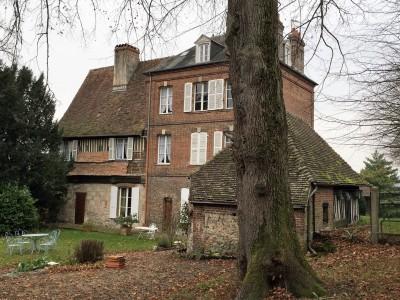 Manoir avec dépendances dans le Pays d'Auge en Normandie